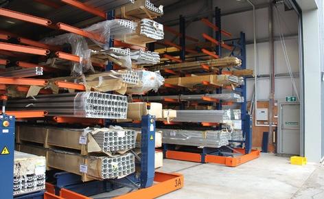 Mecalux installe à Tiverton une solution spéciale de rayonnages mobiles avec cantilever