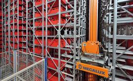 L'entrepôt équipé du système miniload, d'une capacité totale de 19 848 bacs