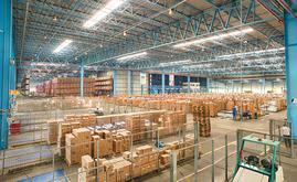 Le magasin automatique et autoportant, d'une capacité totale de 24 168 palettes