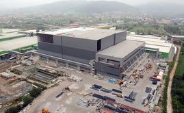 L'entrepôt autoportant de Hayat Kimya en construction : 10 000 tonnes d'acier ont été utilisées pour la structure autoportante