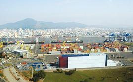 L'entrepôt autoportant est intégrée au terminal portuaire de Navegantes au Brésil
