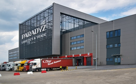 Mecalux a installé pour Ceramika Paradyż un entrepôt automatique autoportant d'une capacité de plus de 20 200 palettes