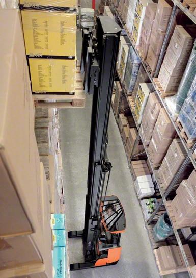Reachtrucks worden het meest gebruikt bij het uitvoeren van werkzaamheden in magazijnen