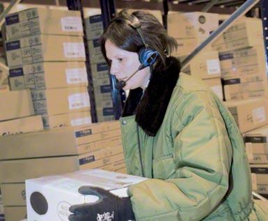 Toepassing van voice picking in een geautomatiseerd logistiek centrum voor de opslag en distributie van diepvriesproducten.