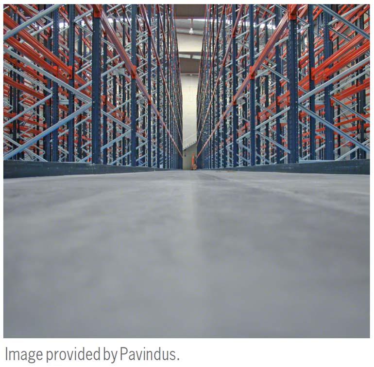 De nivellering van de vloer is fundamenteel voor de installatie van de magazijnstelling