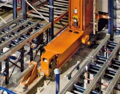 Detail van het onderframe van een magazijnkraan en een looprails