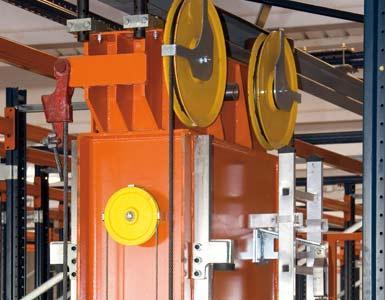 Bovenste frame van een magazijnkraan en bovenste geleiderails