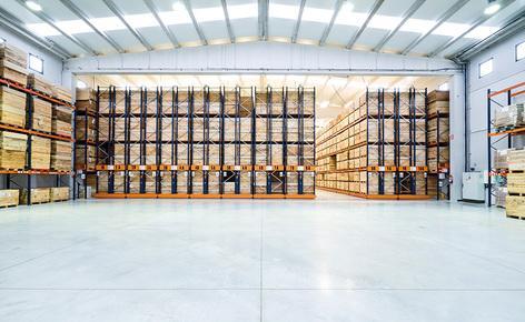 Mecalux a équipé l'entrepôt de Connorsa de rayonnages à palettes et deux blocs de rayonnages sur bases mobiles Movirack
