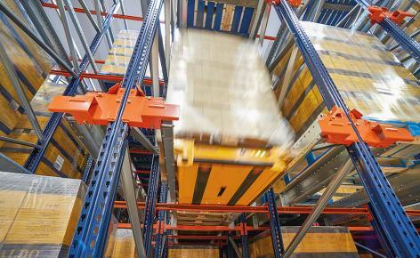 Pallet Shuttle semi-automatique dans l'entrepôt de l'opérateur Logistic Net