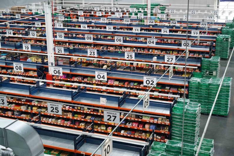 Les rayonnages pour picking de l'entrepôt de Mercadona