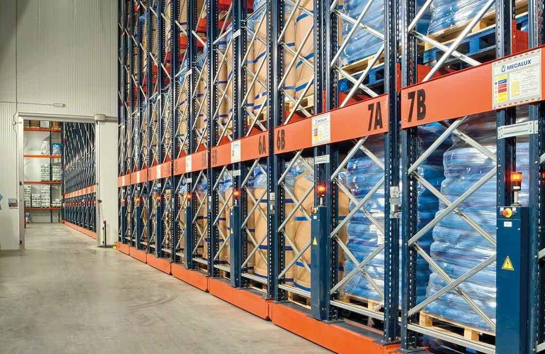 Les rayonnages mobiles Movirack ont permis d'augmenter la capacité de stockage de l'entrepôt frigorifique d'Iberfresco.