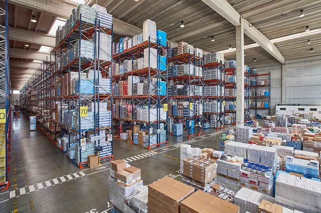 Une grande variété de produits augmente la complexité du stock management en entrepôt.