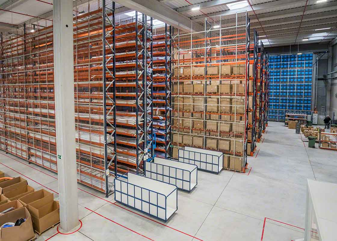 Le surstock généré par l'effet coup de fouet peut avoir des répercussions sur la capacité de stockage de l'entrepôt.