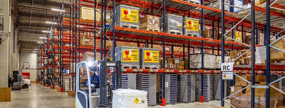 Entrepôt de composants électriques et de produits chimiques d'Ectra en France
