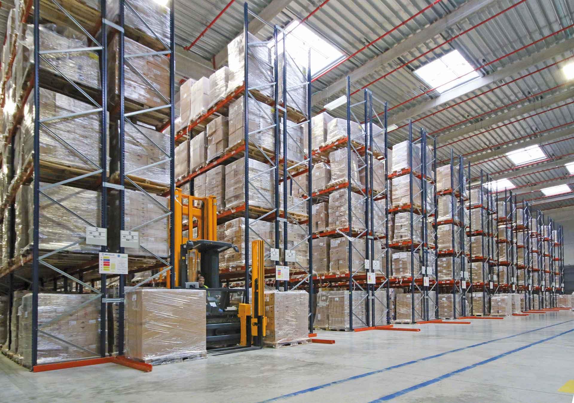 Zone de stockage de marchandises d'un entrepôt traditionnel.