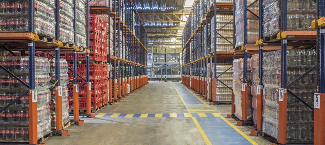 Le ruban adhésif antidérapant est particulièrement résistant pour le marquage au sol de l'entrepôt