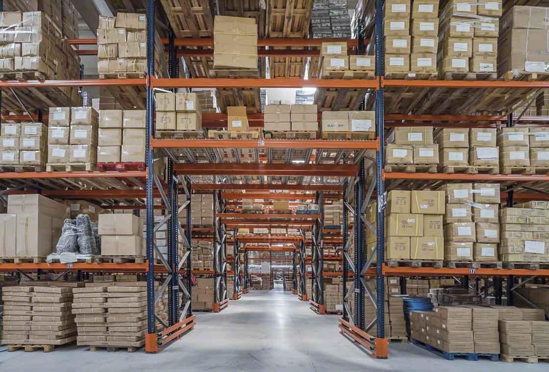 La palettisation optimise la capacité de stockage de l'entrepôt