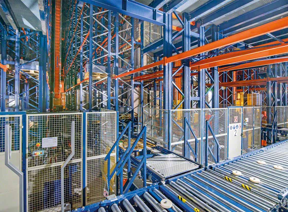 Le stockage automatisé en chambre froide optimise l'exploitation de la surface disponible et fournit une plus grande capacité de stockage