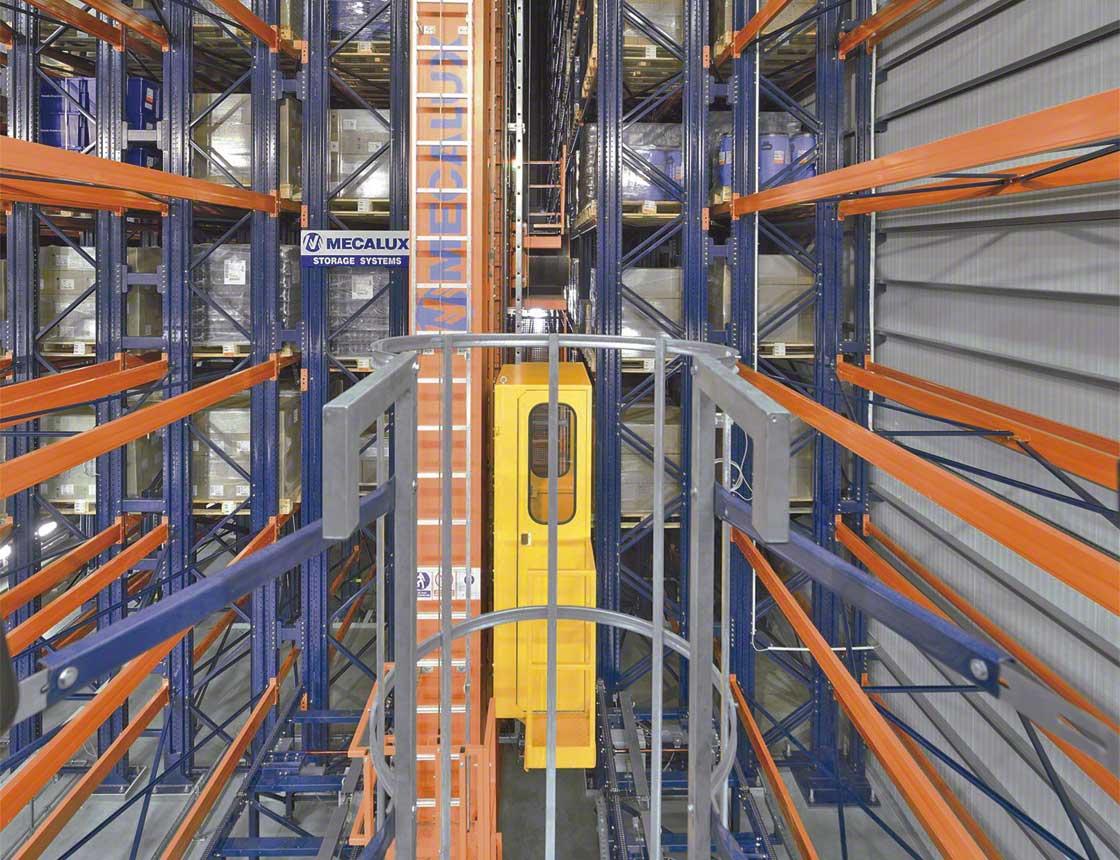 Les rayonnages font partie intégrante du système de construction des entrepôts autoportants et supportent les parois latérales et la toiture