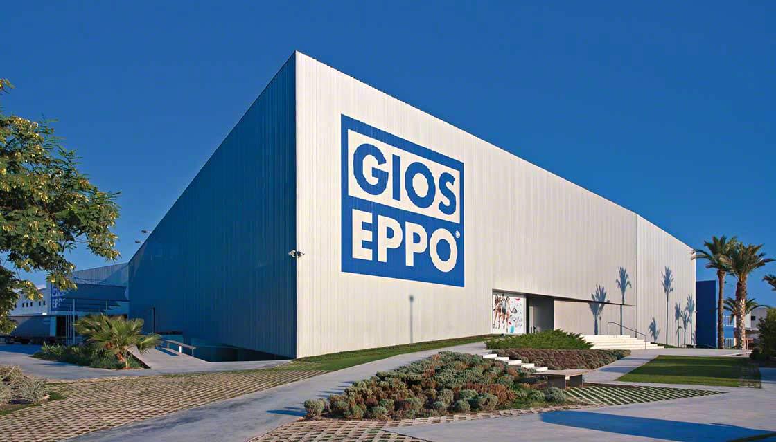 L'entrepôt de Gioseppo ne dépasse pas une certaine hauteur afin de pouvoir se confondre au maximum avec le paysage